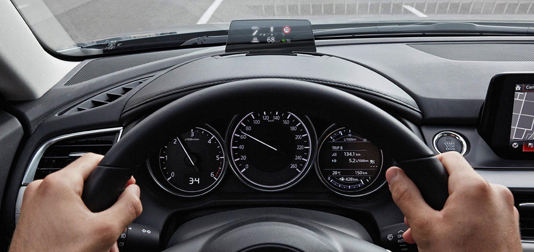 Der Mazda CX-5 präsentiert sich innen wie außen als kultivierter Mittelklasse-SUV.